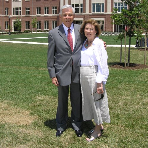 Photo of Niel and Helen Carey on UMD campus
